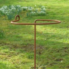 5-X-HANDMADE-RUSTED-METAL-ARRONDI-WRAPAROUND-GARDEN-PLANT-SUPPORT-STAKES