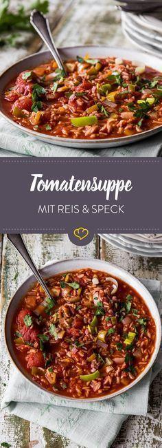 An stürmischen Tagen genau das Richtige: fruchtige Tomatensuppe mit Lauch, Zwiebeln und Speck. Schont das Gemüt, den Magen und den Geldbeutel.