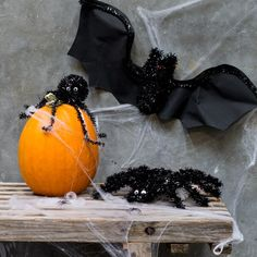 Halloween deco figure. PriceDKK 14,40 / SEK 19,80 / NOK 18,90 / EUR 1,78 / ISK 457 #halloween #halloweendecoration #halloweenpynt #party #fest #spider #edderkop #bats #flagermus #spiderweb #spindelvæv #sostrenegrene #søstrenegrene