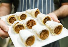 Beef and egg empanadas and Argentinian sweets stuffed with house-made dulce de leche from a bakery with 40 years of experience. Quince Jelly, Biscuit Sandwich, Beef Empanadas, Milk Cake, Fried Pork, How To Make Tea, Cake Shop, Deli, Sweet Recipes