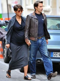 halle berry hair while pregnant in paris. love this. wonder if I could do it that messy.