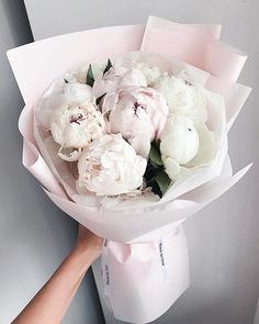 This bouquet surely builds a feminine, sweet and whimsical nuance 💕 Double tap if you like peonies! Bouquet by . Purple Bouquets, Purple Wedding Flowers, Flower Bouquet Wedding, Flower Bouquets, Bridal Bouquets, Faux Flowers, Pretty Flowers, Beautiful Bouquets, Tall Wedding Centerpieces