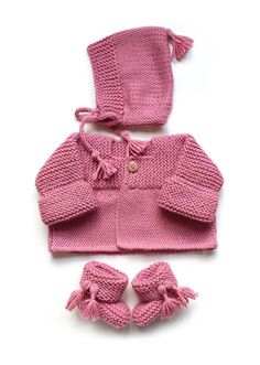 Learn How to Make this adorable Knitted Baby CARDIGAN. FREE Step by Step Pattern & Tutorial. A different way of making a Knitted Baby Cardigan! Baby Knitting Patterns, Baby Sweater Patterns, Baby Cardigan Knitting Pattern, Knitted Baby Cardigan, Baby Pullover, Knitted Booties, Baby Clothes Patterns, Knitting For Kids, Baby Patterns