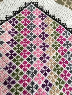Cross Stitch Cushion, Cross Stitch Tree, Cute Cross Stitch, Cross Stitch Borders, Cross Stitch Flowers, Modern Cross Stitch, Cross Stitch Designs, Cross Stitching, Cross Stitch Patterns