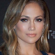Jennifer Lopez shimmery makeup