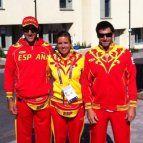 Atletas olímpicos españoles, posando con la indumentaria.