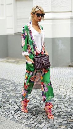 My favorite this year Modern Kimono. I beloved carrying kimonos in the summer time, on the one grasp as a result of I had introduced them from Bali,Modern Kimono Fashion 2018, Look Fashion, Winter Fashion, Fashion Trends, Street Fashion, Geisha Mode, Komplette Outfits, Fashion Outfits, Womens Fashion