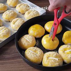 Nişastalı pamuk poğaça tarifi Cake Recipes, Dessert Recipes, Desserts, Turkish Recipes, Food Cakes, Pretzel Bites, French Toast, Recipies, Food And Drink
