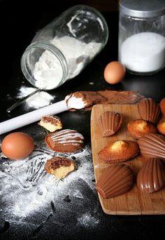Madeleines enrobées de chocolat et coeur de Nutella