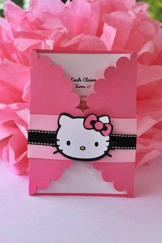 Una bella invitación con tema de hello kitty