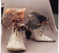 Boots made from flax. Flax Weaving, Weaving Art, Basket Weaving, Weaving Designs, Weaving Patterns, Flax Fiber, Traditional Baskets, Maori Designs, Nz Art