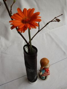 Vase aus Zahnpastatube und Fahrradschlauch - vase made of plastic tube and bicycle tube
