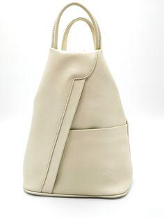 Kúp alakú, kiváló minőségű bőr hátitáska melynek pántjai oldalpántként is használhatóak. Elöl egy nagy cipzáras rekesz és egy plusz zseb található. Hátul nagyméretű cipzáros rekesz található. Belseje egyterű, zsebekkel és rekeszekkel. Mérete: 30x30x12 cm Leather Backpack, Backpacks, Bags, Handbags, Leather Backpacks, Backpack, Backpacker, Bag, Backpacking