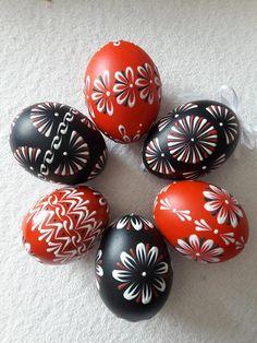 Velikonoční kraslice malované voskem Egg Decorating, Easter Eggs, Patterns, Block Prints, Pattern, Fashion Models