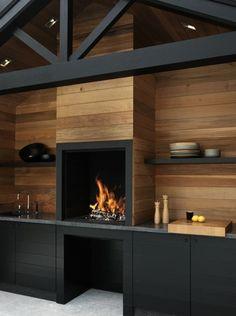 Küche kleiner Ofen schwarze Balken Wand Verkleidung