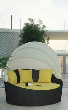 Love this outdoor daybed