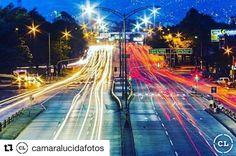 Bella panorámica de luces en movimiento en Medellín, Antioquia.