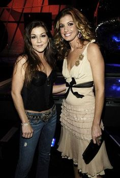 Faith Hill and Gretchen Wilson at event of 2005 American Music Awards (2005)