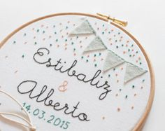 Bastidor porta alianzas para bodas Flores por MissKatiuska en Etsy