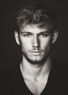 Photo-shopped picture of Alex Pettyfer as Luca Forelli By Callie Graham Teen Boy Haircuts, Wavy Haircuts, Haircuts For Men, Messy Hairstyles, Cute Guy Haircuts, Hairstyles 2018, Alex Pettyfer, Medium Hair Cuts, Medium Hair Styles