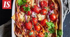 Nachopelti on monille tuttu, mutta tässä tulee nachovuoka, joka mukailee klassikoksi kuvailtua makkaraohjetta. Bruschetta, Cheddar, Salsa, Stuffed Peppers, Vegetables, Ethnic Recipes, Food, Cheddar Cheese, Stuffed Pepper