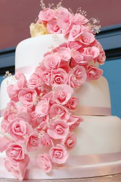 alexia dives posted Pink rose cake to their -wedding cakes- postboard via the Juxtapost bookmarklet. Pink Rose Cake, Pink Roses, Roses Roses, Cupcakes, Cupcake Cakes, Pretty Cakes, Beautiful Cakes, Rose Wedding, Dream Wedding
