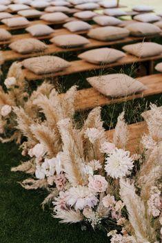 Rustic Boho Wedding, Rustic Wedding Seating, Chic Wedding, Wedding Bench, Wedding Isle Decorations, Boho Chic, Neutral Wedding Colors, Aisle Flowers, Barcelona Spain