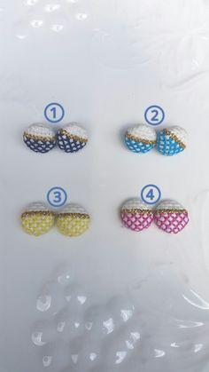 colorful×gold刺繍ピアス♪くるみボタンピアス 空色黄色ピンク色紺色 | ハンドメイド、手作り作品の通販 minne(ミンネ)