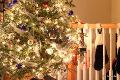 How to take good Pictures of Lights: Christmas trees, birthday cakes and more