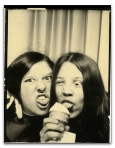 With selfies, photo booths are probably where they can express their excitement comfortably. These vintage photo booth snapshots of lovely w. Vintage Magazine, Vintage Photo Booths, Photos Booth, Pokerface, Little Girl Names, Portraits, Scene Photo, Vintage Photographs, Funny Vintage Photos