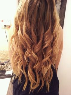 Love these loose curls.. my hair should look like this!
