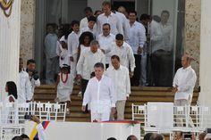 El gobierno colombiano y la guerrilla de las FARC firman paz tras 52 años
