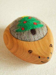 羊毛ピンクッション はりねずみくん クリスマスツリー模様