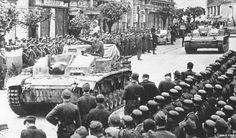 Sturmgeschütz III Ausf. E belonging to StuG Battalion of Kampfgruppe Schill during victory parade after crushing Slovak National Uprising , Banská Bystrica , 30th November 1944 __________________________ #normandy #poland #wwii #military #history #suomi #finnland #snp #militaryhistory #tank #warthunder #panzerschreck #ukraine #ussr #russia #wehrmacht #luftwaffe #kriegsmarine #ss #waffenss #award #medal #german #germany #deutsch #deutschland #camo #army #panzer FOLLOW THE CREW @_gross...