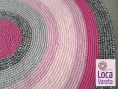 Alfombra de 1mt diam., trío de rosas y dúo de grises. ◆ www.locavareta.com.ar ◆
