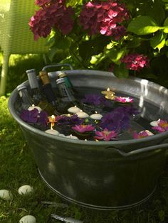 Garden party/ floating candles and flowers in ice tub