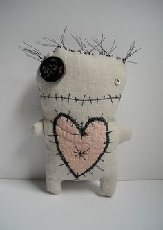 voodoo fifine by junkerjane, via fickrMore art doll LoVe by junkerjane --- voodoo my heart!Catherine Zacchino, a.The handmade textures are great.Even cute little monsters have a need for love. Sewing Toys, Sewing Crafts, Sewing Projects, Ugly Dolls, Creepy Dolls, Softies, Plushies, Felt Crafts, Fabric Crafts