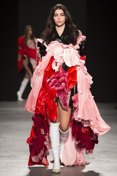 This look is inspired by emphasis that creates a personal statement but is too much. The different red tints they used give a valentines vibe but they way they present looks like rags piled on top of eachother. Quirky Fashion, Fashion Art, Editorial Fashion, High Fashion, Fashion Show, Fashion Looks, Womens Fashion, Fashion Design, Couture Fashion