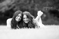 mother daughter portrait session poses. Mother's day photography session in Leawood, Kansas.