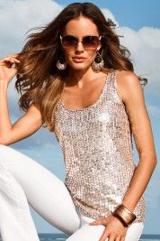 Boston Proper Sequin Tank Top Source by karlakathrina Tank Top Outfits, Red Outfits, Holiday Outfits, White Jeans Outfit, White Pants, White Denim, Fashion Corner, Love Fashion, Outfit Semi Formal