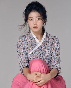 Korean Fashion – How to Dress up Korean Style – Designer Fashion Tips Korean Traditional Dress, Traditional Fashion, Traditional Dresses, Korean Dress, Korean Outfits, Korean Beauty, Asian Beauty, Korean Girl, Asian Girl