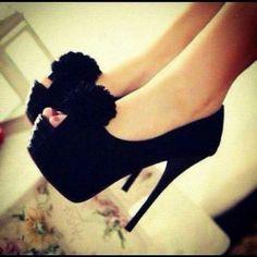 So pretty ! Love the pompoms ;)