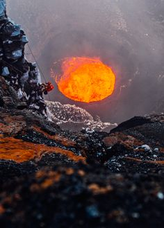This hole has disappeared with a landslide in Vanuatu, Volcan Eruption, Papua Nova Guiné, Erupting Volcano, Kids Around The World, Lava Flow, Paris Match, Destination Voyage, Tonga