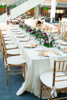 Indianapolis Public Library Wedding | Photography: Danielle Harris Photography | Florals: McNamara Florist