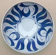 bowl with calligraphic brush painting Pottery Designs, Pottery Art, Pottery Ideas, Craig Smith, Contemporary Ceramics, Breakfast Bowls, Ceramic Artists, Ursula, Sculpture Art