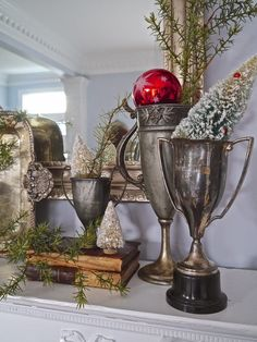 Hi friends...     We're back in the dining room today   to show you the vintage mantel decorated for Christmas.     I used bits of red and...