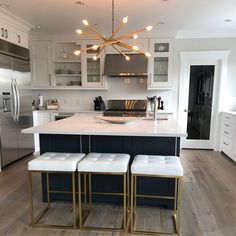 Classy Kitchen Bar Stools Addition to Your Kitchen - Home to Z Home Decor Kitchen, Kitchen Interior, New Kitchen, Home Kitchens, Kitchen Small, Small Kitchens, Kitchen Ideas, Kitchen Bar Counter, Kitchen Stools