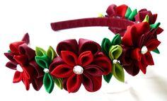 Red Kanzashi Fabric Flower headband. Red flower crown por JuLVa