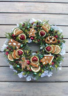 Wianek świąteczny na drzwi z piernikami-ozdoby świąteczne, dekoracje na Boże Narodzenie
