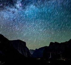 way silhouette of mountains under night sky with stars Chaos Stars At Night, Star Night, Yosemite Valley, Howls Moving Castle, Night Photos, Star Sky, Milky Way, Light Photography
